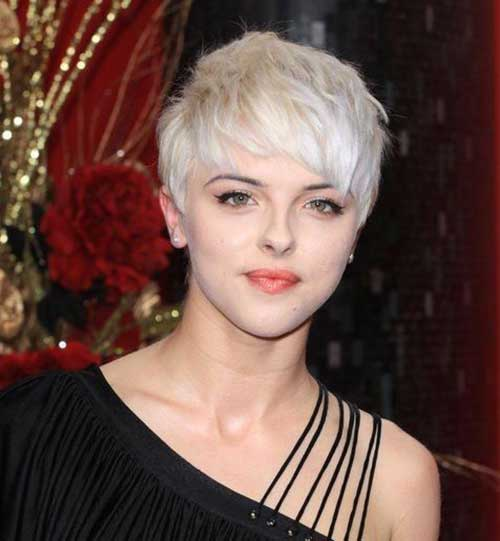 Pixie Haircuts with Bangs-19