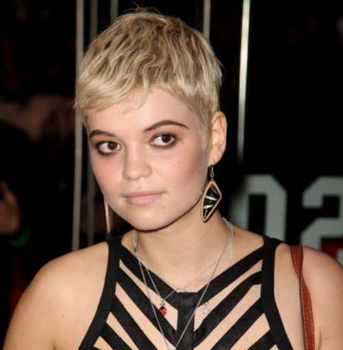 Classic Blonde Pixie Style