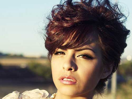 Wavy Pixie Hairstyles for Round Faces