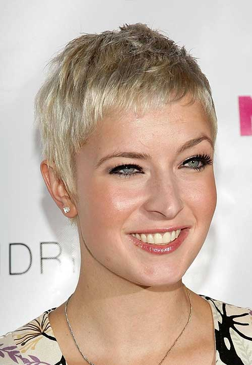 Very Short Blonde Pixie Hairstyles for Women
