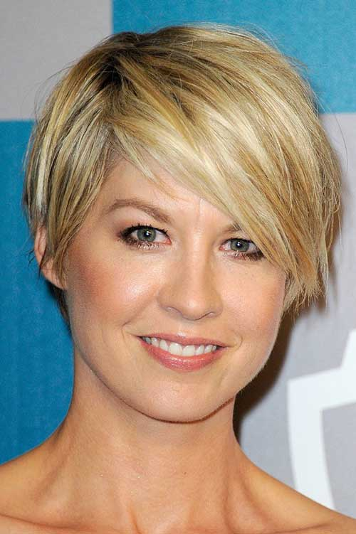 Celebrities with Pixie Haircuts-10