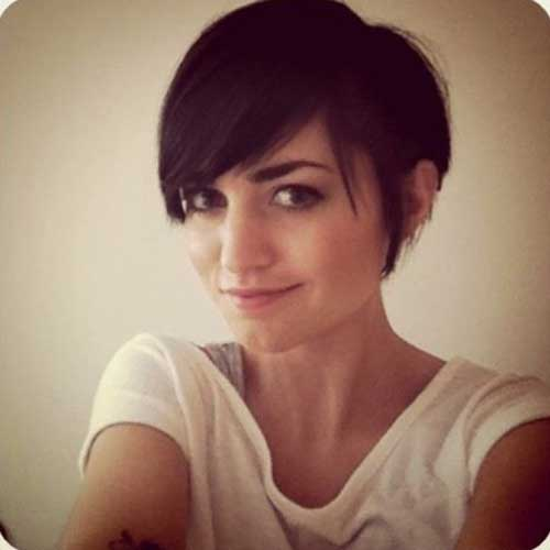 Edgy Pixie Cuts-10