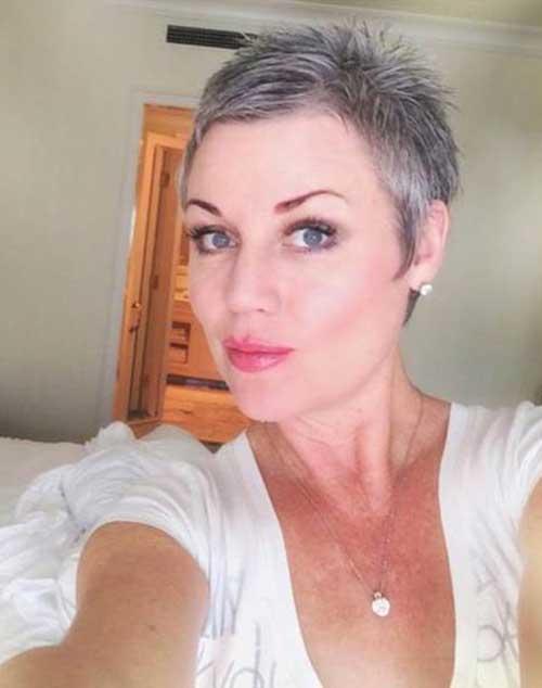 Pixie Haircut for Gray Hairs-16