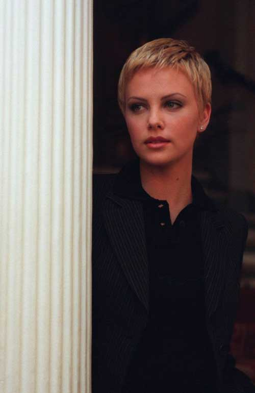 Charlize Theron Pixie Haircuts-18