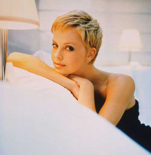 Charlize Theron Pixie Haircuts-26