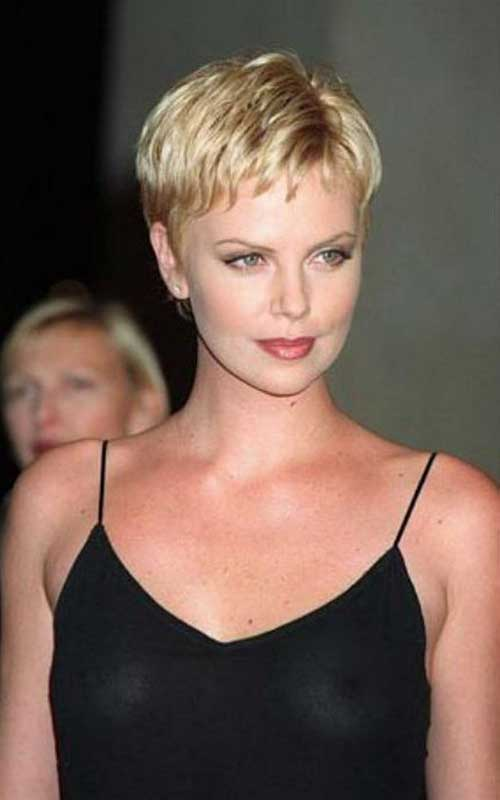 Charlize Theron Pixie Haircuts-7