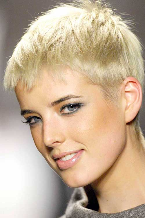 Agyness Deyn Fine Pixie Haircut