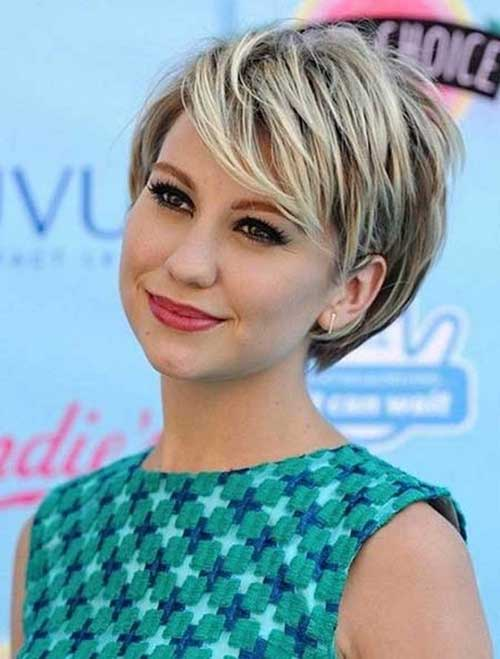 Layered Highlighted Pixie Cut with Bangs
