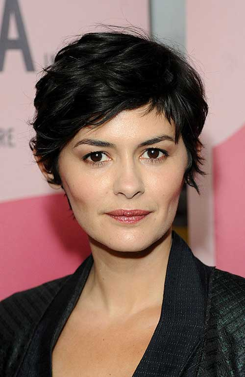 Layered Wavy Pixie Cut Ideas with Bangs