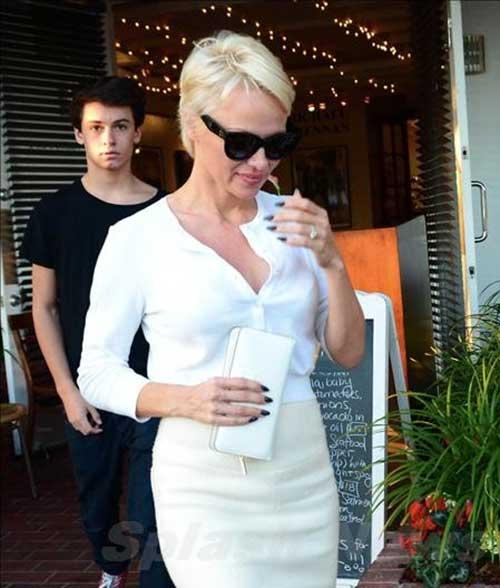 Pamela Anderson Stylish Pixie Cuts