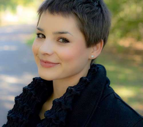 Very Short Pixie Cut for Round Faces