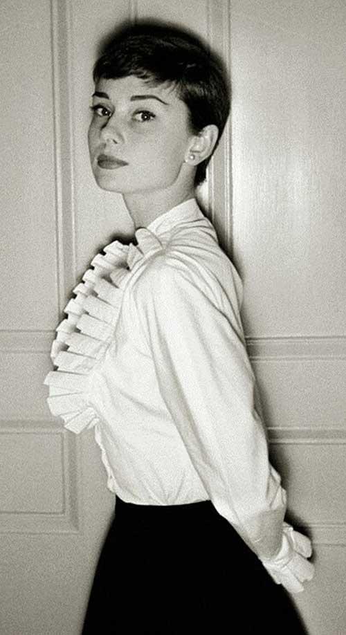 Audrey Hepburn Nice Pixie Cut