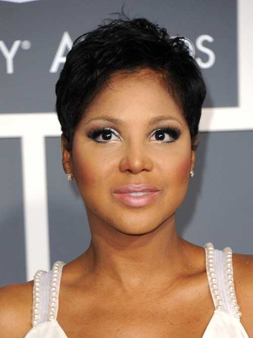 Short Pixie Haircut for Black Women Round Face
