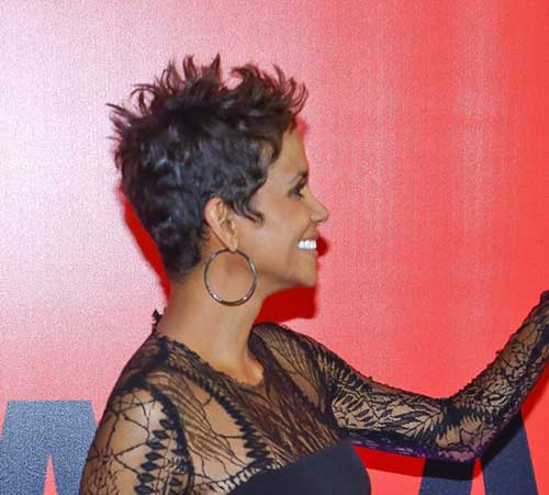 Pixie Cuts Halle Berry-11