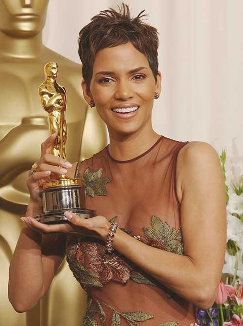 Pixie Cuts Halle Berry-12