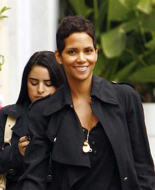 Pixie Cuts Halle Berry-17