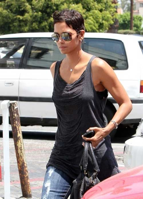 Pixie Cuts Halle Berry-18
